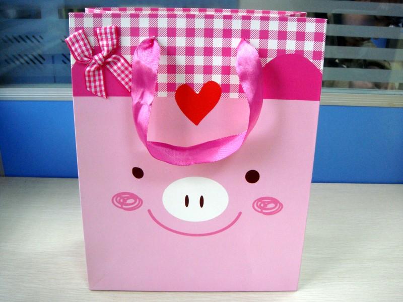 蝴蝶结粉色小猪图案可爱包装袋_包装袋设计欣赏
