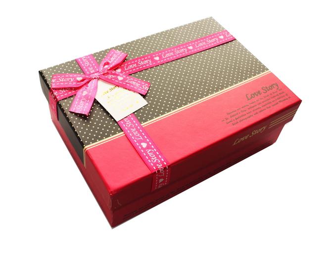 盒_礼物包装盒上的花的丝带怎样弄卷