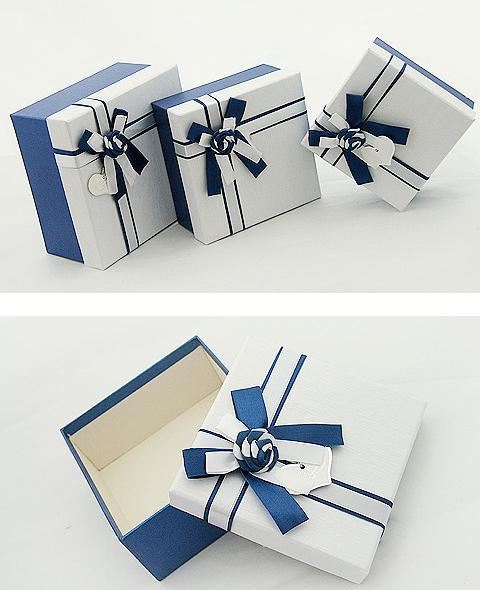 蓝白蝴蝶结可爱包装盒_包装盒设计图