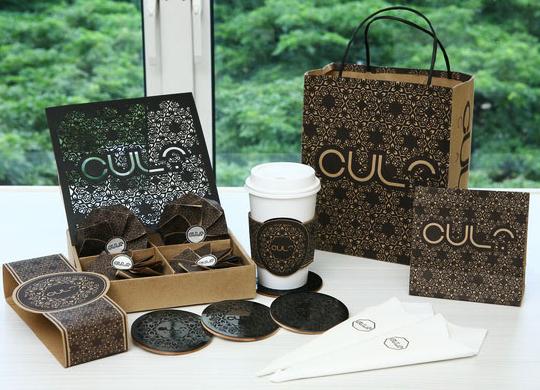 3,包装袋设计中的镂空处理:许多厂家希望在包装袋上透出自已的