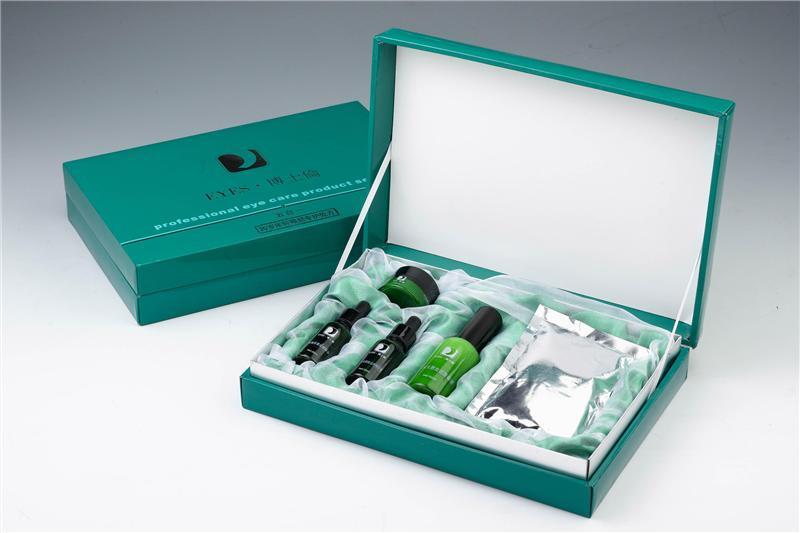 化妆品套装包装盒展示图