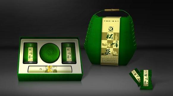 茶包裝盒的色彩設計:色彩是包裝盒設計中最能吸引顧客的,如果色彩搭配得當,使消費者看后有一種賞心悅目之感,能引起消費者的注意.包裝的色彩是受商品屬性的制約,色彩本身也有它的屬性.所以用色要慎重,要力求少而精,簡潔明快.或清新淡雅,或華麗動人,或質樸自然,要考慮到消費者的習俗和欣賞習慣,也要考慮到商品的檔次、場合、品種、特性的不同而用不同的色彩.