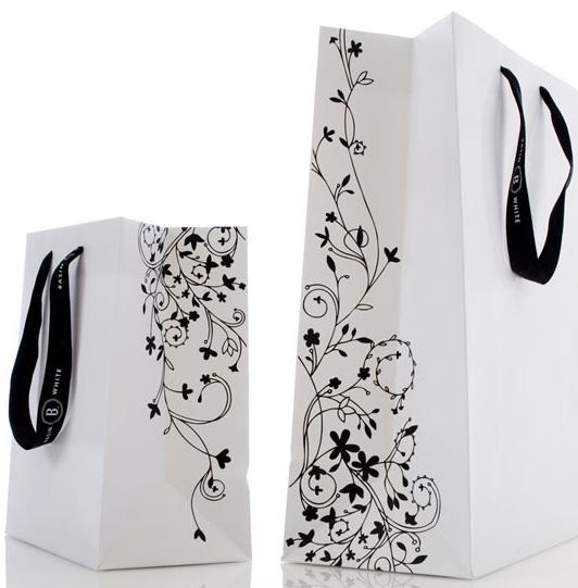 因此手提袋的造型和结构设计往往要由被包装商品的