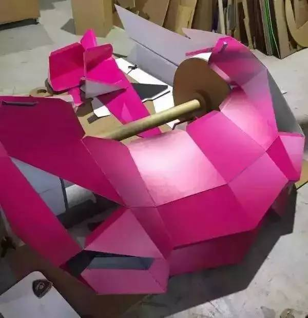 竟用纸做了一辆1:1的兰博基尼模型,你没看错,纸做的兰博基尼.